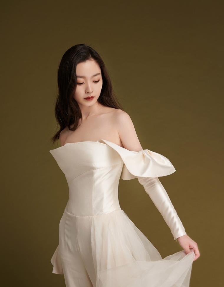 宋轶:不同风格的裙装穿搭,优雅大方,让人眼前一亮