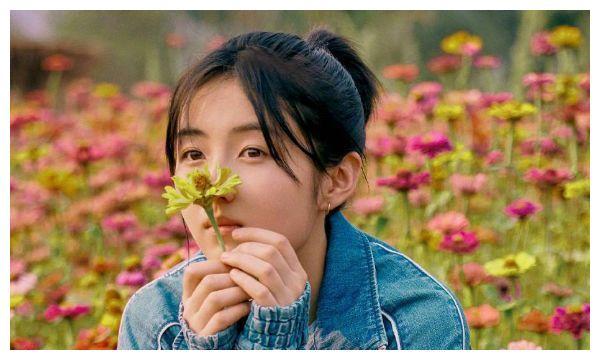 张子枫艺考排名第三,看到送祝福的她,谁还不是个小公主呢?