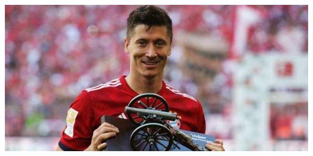 西班牙球迷评选国际足球先生提名人,C罗榜首!莱万次席梅西第三
