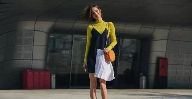 """温温柔柔的酷怎么穿呢""""裙子+短靴"""",秋冬这么穿时髦又迷人"""