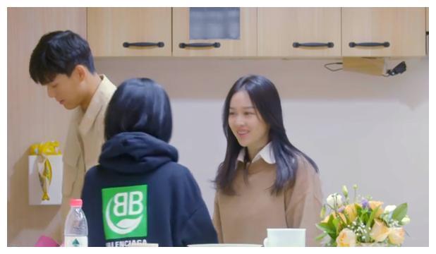 """素人恋爱综艺变宫心计?间接接吻气氛暧昧,""""小心机""""透出屏幕了"""