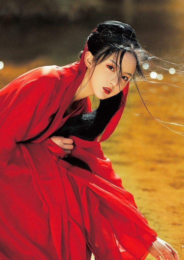 汉服写真摄影大片拍摄之《胡杨林里的红衣女子》