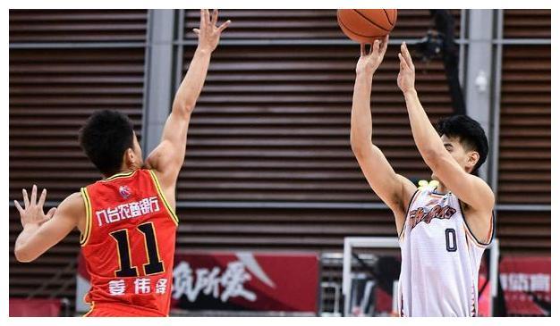 刘炜战杜峰,寂寞大神再遇小科比,上海男篮送卫冕冠军第三败