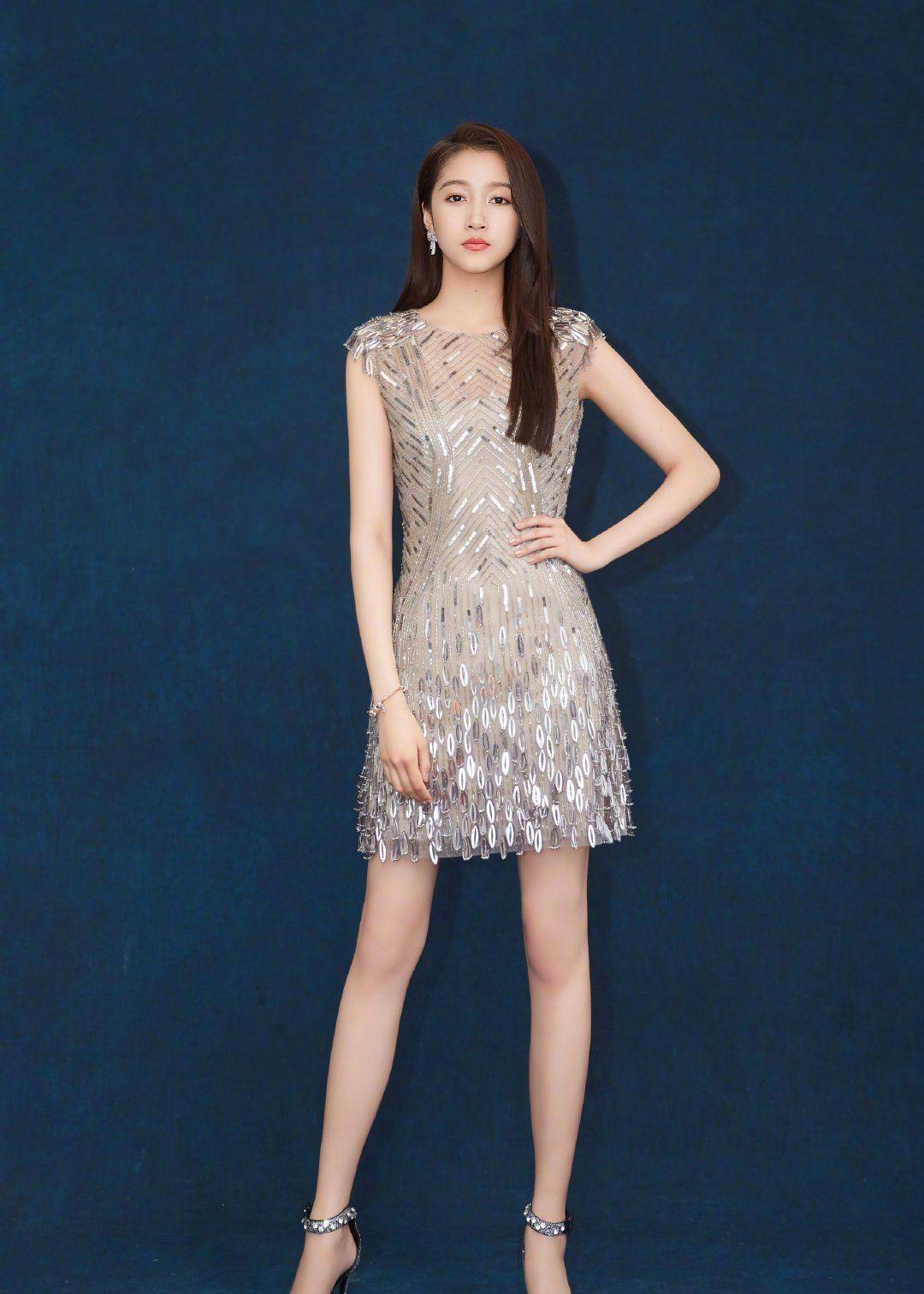 最新女星亮片裙盘点,白色系居多,她能驾驭玫红色却是最美