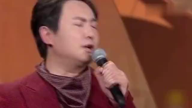 """笑翻!邓超和沈腾主持金鸡奖唱歌 沈腾对刘德华打招呼:""""华仔"""""""
