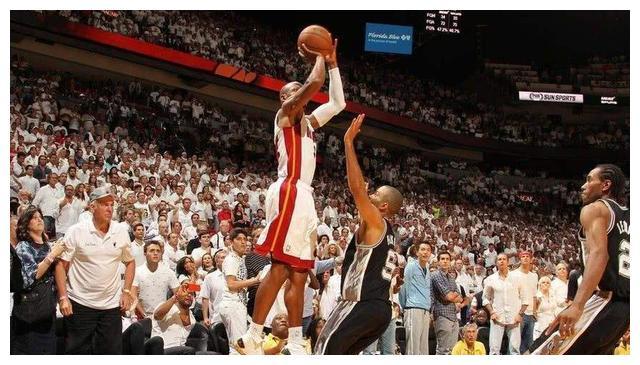 拯救了詹姆斯的职业生涯?波什谈最爱的瞬间:我抢到了一个篮板