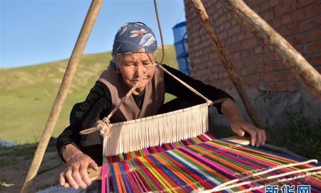 走近哈萨克族牧民的转场生活