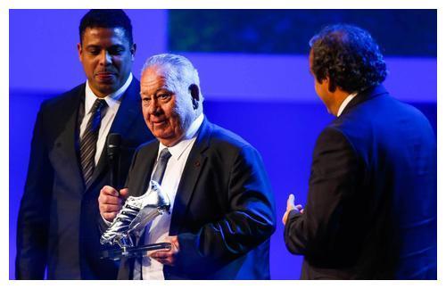 首位金球奖法国得主科帕,后人将他的名字设为奖项