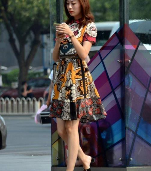 街拍美图:逛街的气质小姐姐,各有各的风姿,自信又有魅力!