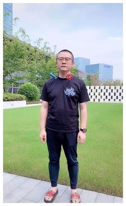 因《爱情保卫战》成名,43岁涂磊罕晒近况,身材发胖脸部显圆润