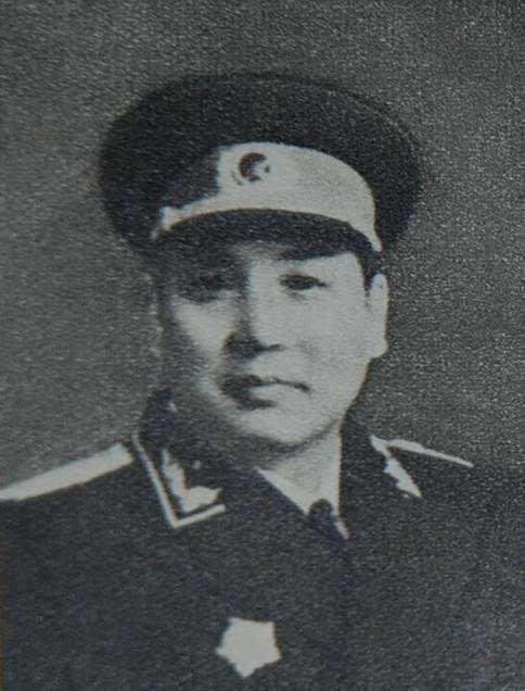 他是国军的男护士,后被红军俘虏,成我军军医,1955年授衔少将