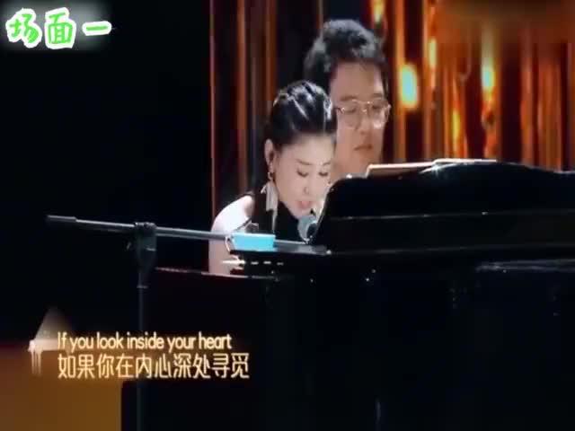 李小萌英语有多好,和老公王雷同台主持晚会,掌声不断