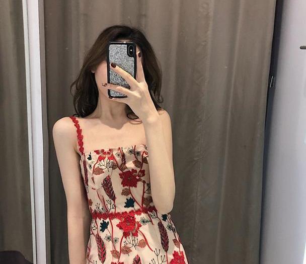 宝藏连衣裙!超级显瘦的法式桔梗裙