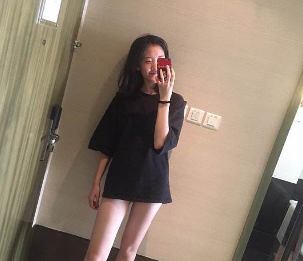 乡村爱情里的王小蒙,戏外一点都不土,打扮时髦腿还很修长!