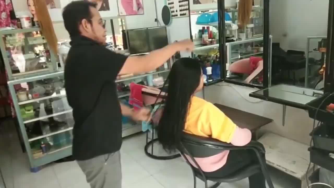 农村妇女头发很长直接剪成bob头摇身变知性女神
