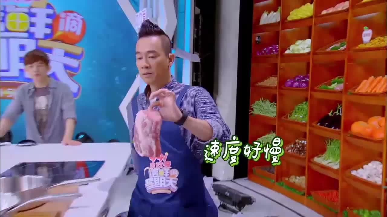 陈小春在找豆腐时被何炅拽头发,瞬间高兴到嗨起来,就不怕山鸡哥