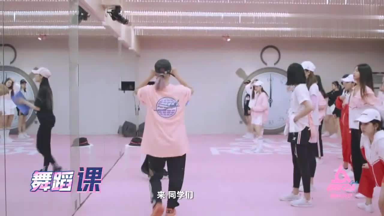 明妹的舞蹈课堂太像广播体操,老师还说不要打到,都是小学生吗?