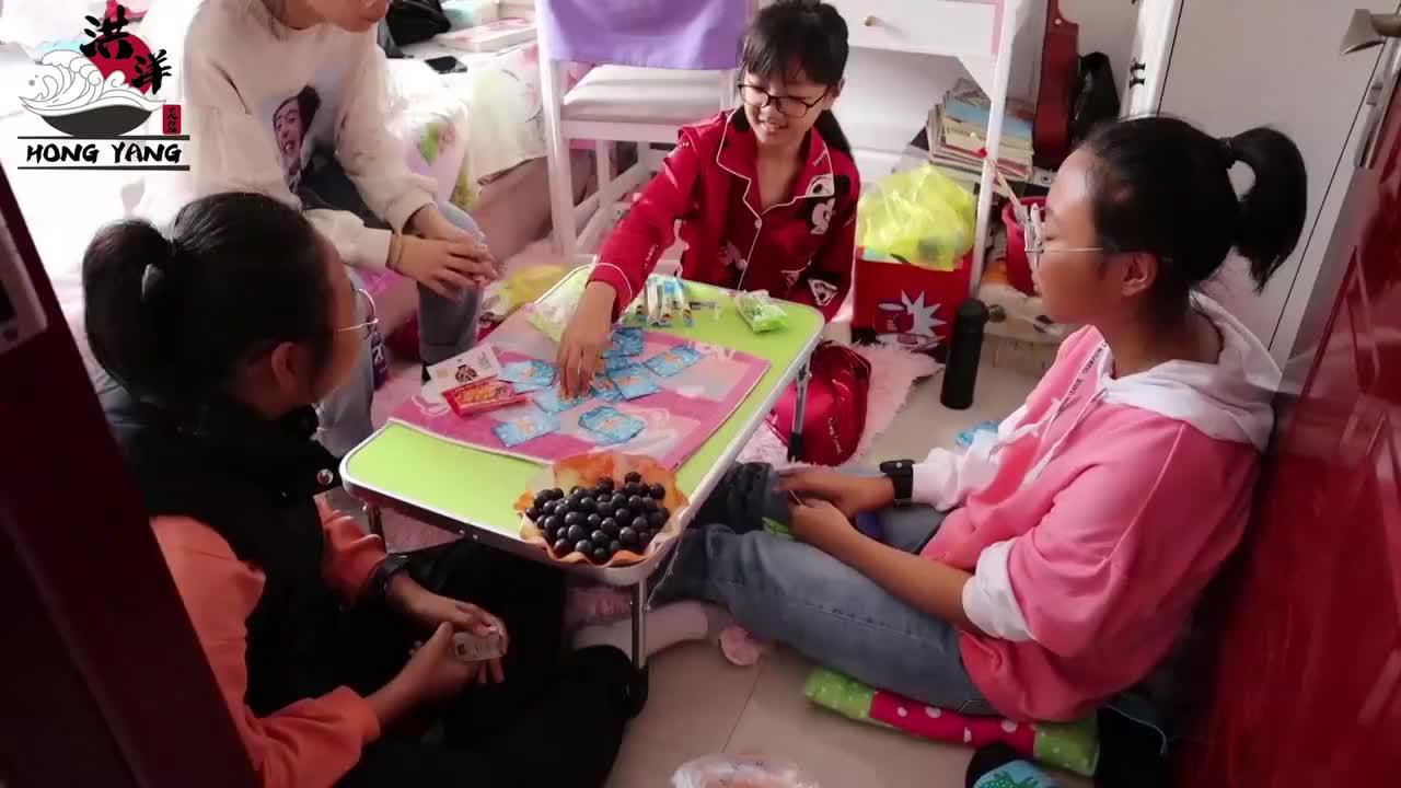 中秋节家里来了3位小客人,洪洋做了几道拿手菜,有说有笑真热闹