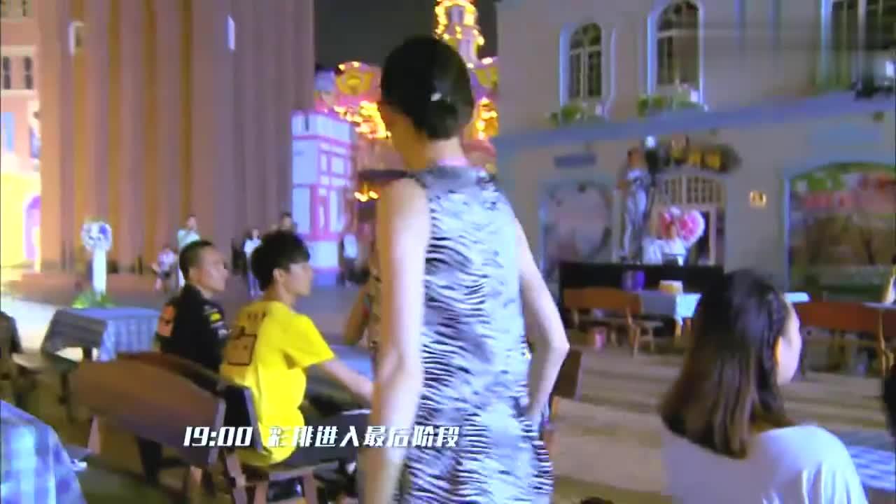 导演组非让蔡少芬说普通话,谁料刚一开口,赵丽颖笑得直跺脚