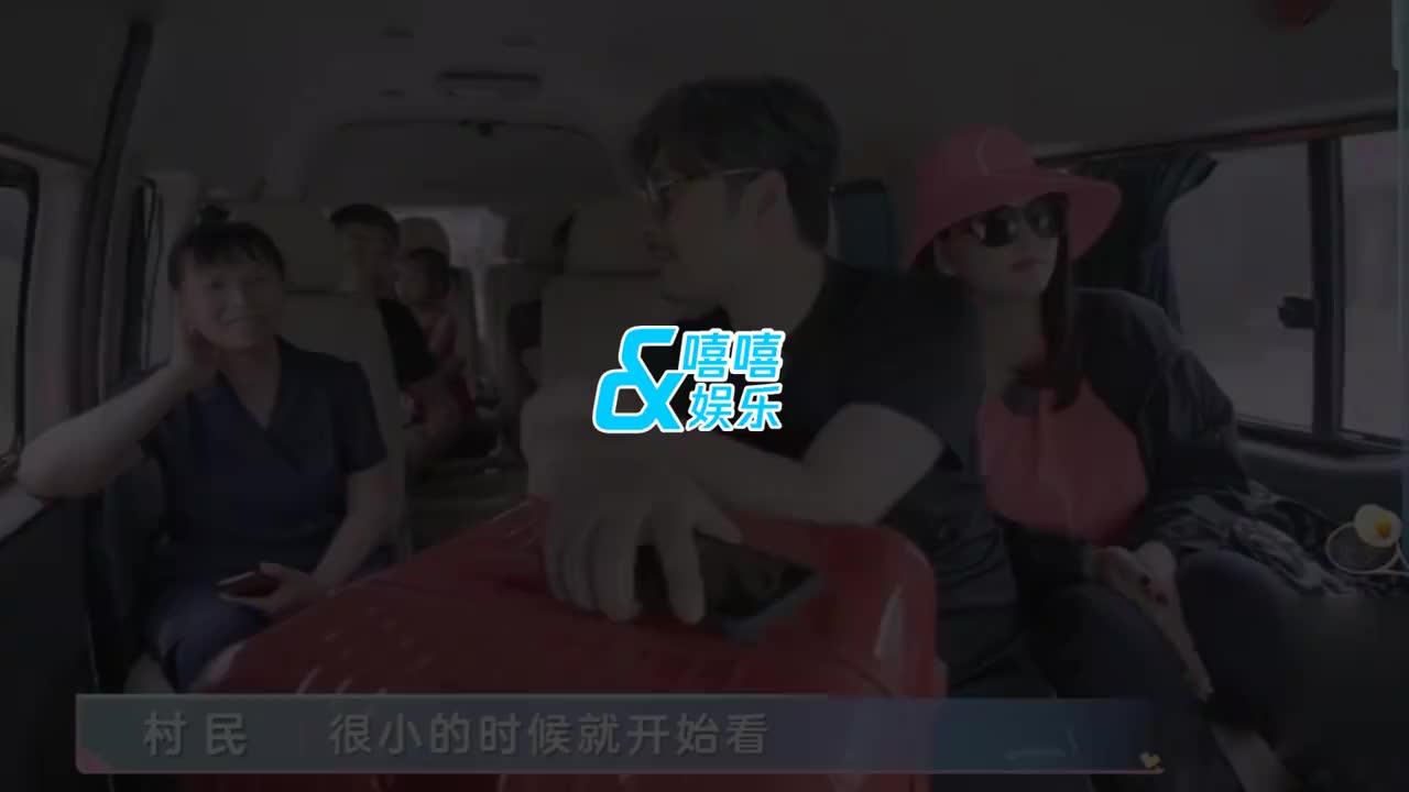 李湘教养一眼可见!王岳伦夫妇公交车上被认出,李湘与粉丝超亲切