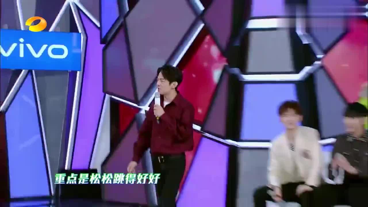谭松韵扮演王心凌唱跳,刚一上场亮相,张新成:你是依萍吗?