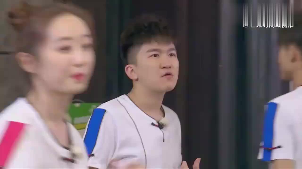 高能少年团:蒋梦婕张大大蒙眼抓人,张一山秒变表情帝,笑喷了!