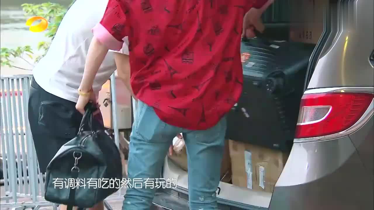 刘宇宁给赵丽颖带礼物,打开一看感动到哭,李浩菲:太体贴!