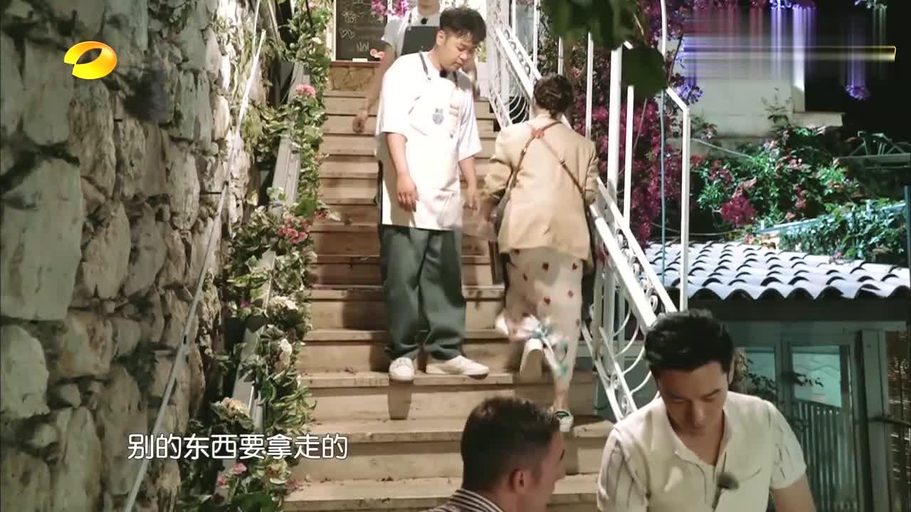 海涛累到走路打晃儿,王俊凯搬柜子蹦蹦跳跳,杨紫:不愧是年轻人