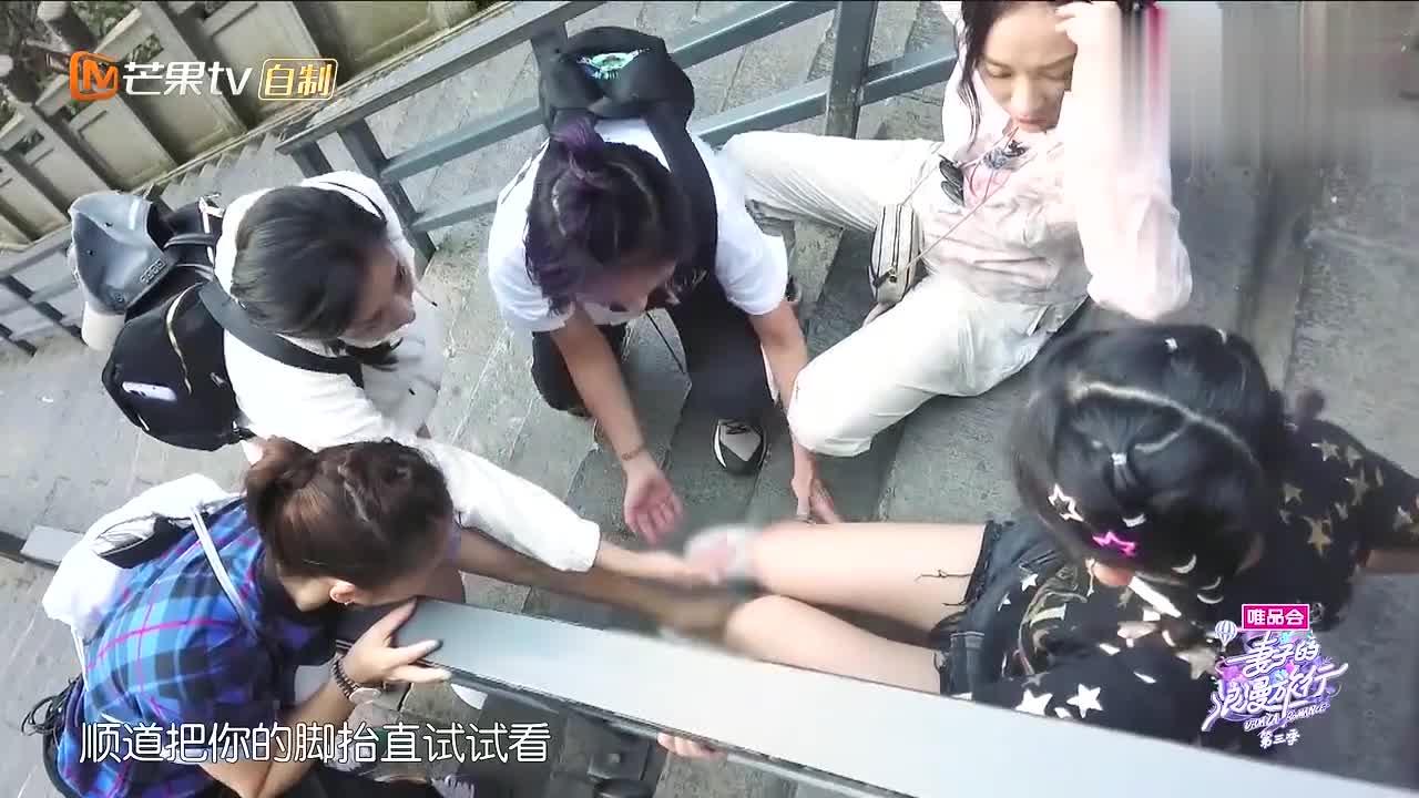 谢娜尾椎骨摔伤,还要考虑坐担架影响不好,凌潇肃杜江感动鼓掌!