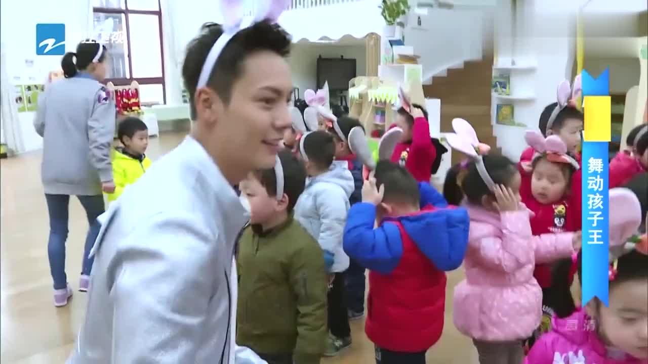 陈伟霆戴兔耳朵,带领孩子们跳舞,这样的陈伟霆我是第一次见