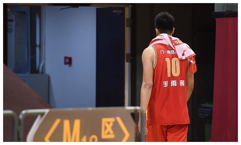 下赛季见!八一男篮下赛季最大期待,邹雨宸篮球路坎坷