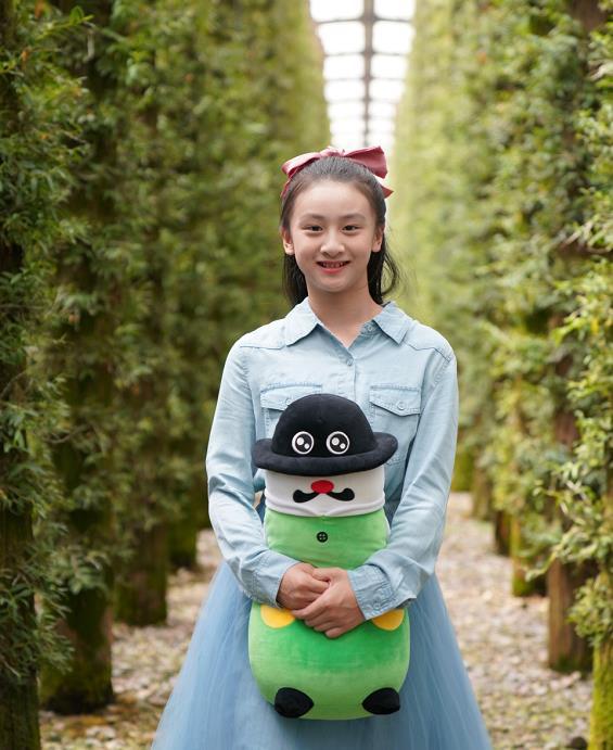 """田亮女儿""""开挂式长大"""",12岁穿薄纱裙秀美腿,少女身材不输老妈"""