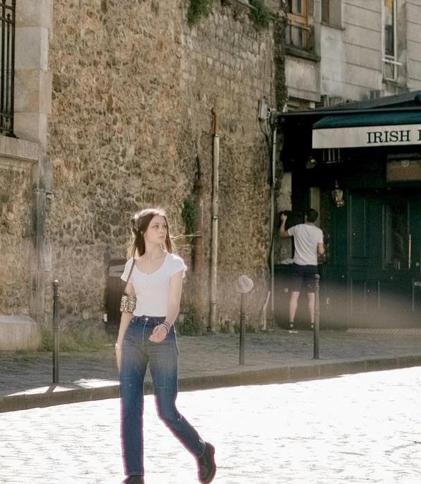 法国女孩日常街拍,丝毫不输法系时尚博主,刻在骨子里的美丽浪漫