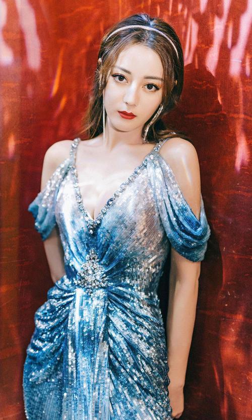 28岁迪丽热巴,美丽优雅性感迷人,十足的异域风情!