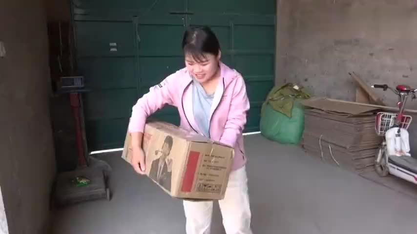 小爽298网购一个平衡车拆箱一看孩子乐开花赶紧上去试一试