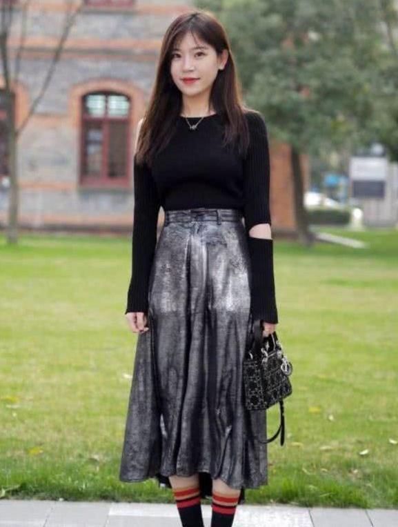 时尚靓丽的裙子搭配,非常的简约大气,显十足的淑女风