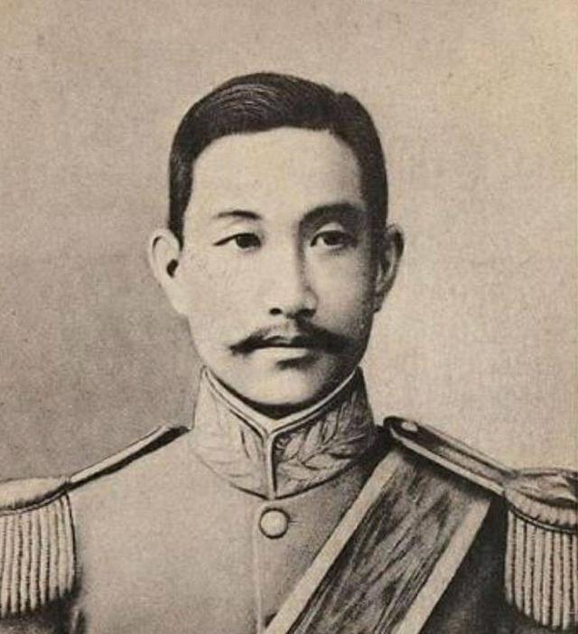 他反对袁世凯称帝,组织护国战争,34岁英年早逝,死后享受国葬