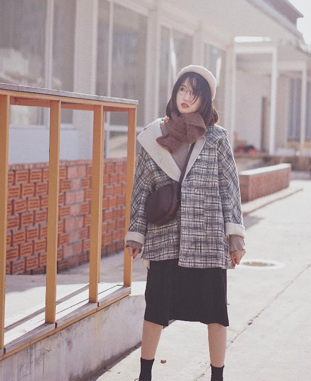 """秋冬""""回头率超高""""的穿搭指南:大衣+半身裙,优雅又时髦,好美"""