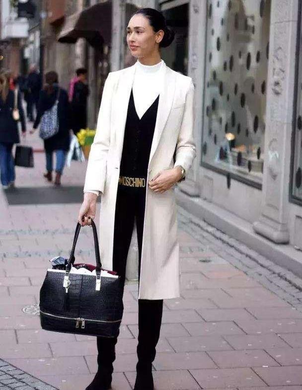 """入秋后流行穿""""小黑裤+外套"""",学会这4种穿法,穿出优雅高级范"""