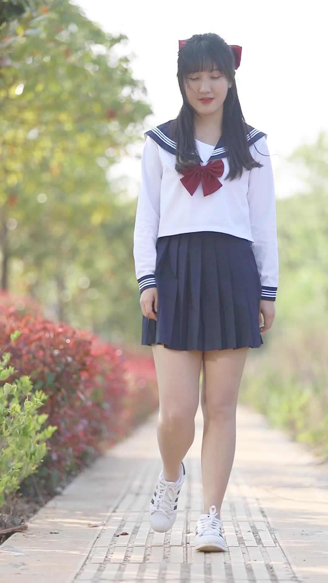 美女穿上JK,幻想回到中学时代!