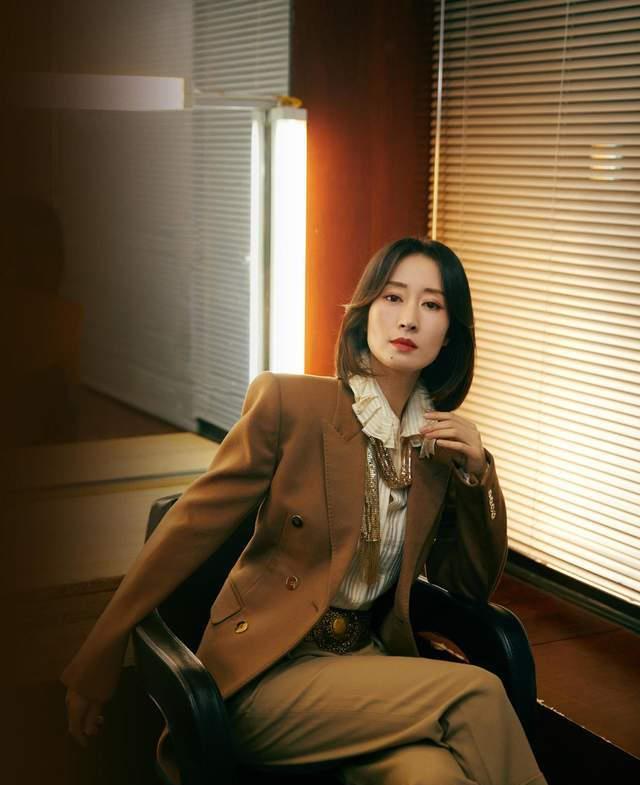 刘敏涛穿衣从不夸张,秋冬喜欢穿驼色单品搭配,44岁气质真高级