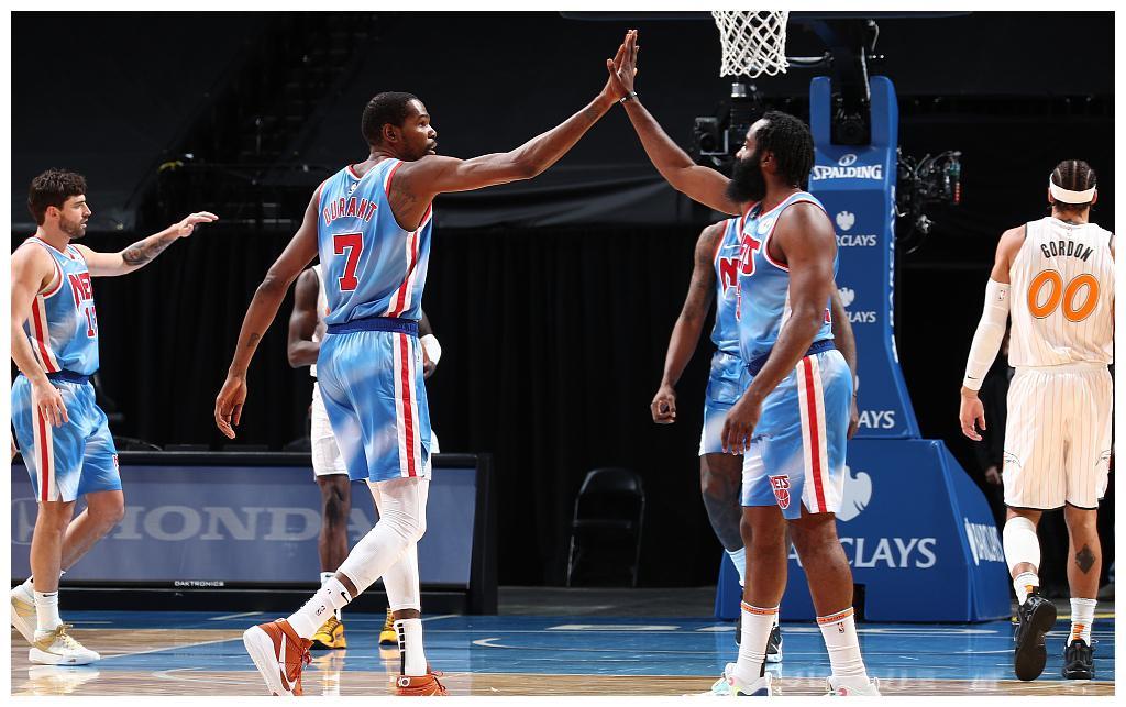NBA媒体爆料哈登交易后湖人队欲组四巨头,交易方案5换1