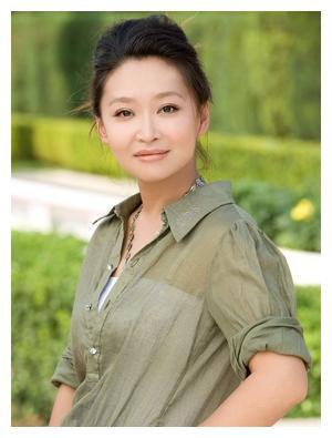 祖峰的妻子刘天池,曾被张艺谋嫌弃长相一般,硬是把自己逼成老师