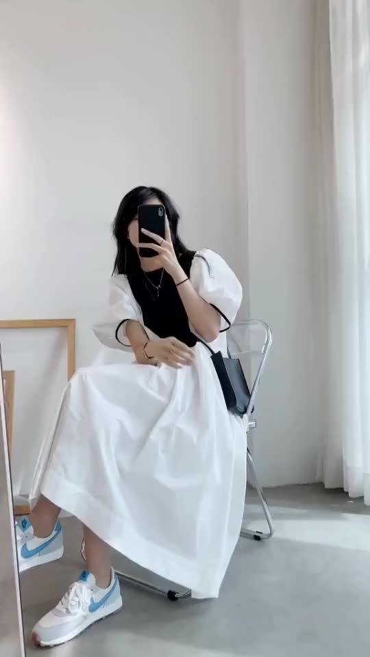 穿搭教程:泡泡袖连衣裙搭配运动鞋,你们觉得合适吗
