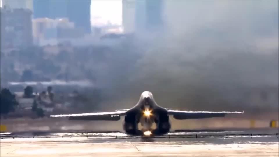 机身修长的B-1枪骑兵轰炸机到底有没有隐身能力?