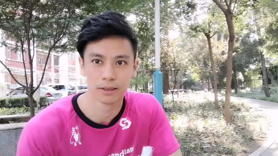 北京花式足球莫西哥:一分钟学会坐地颠球剪刀腿