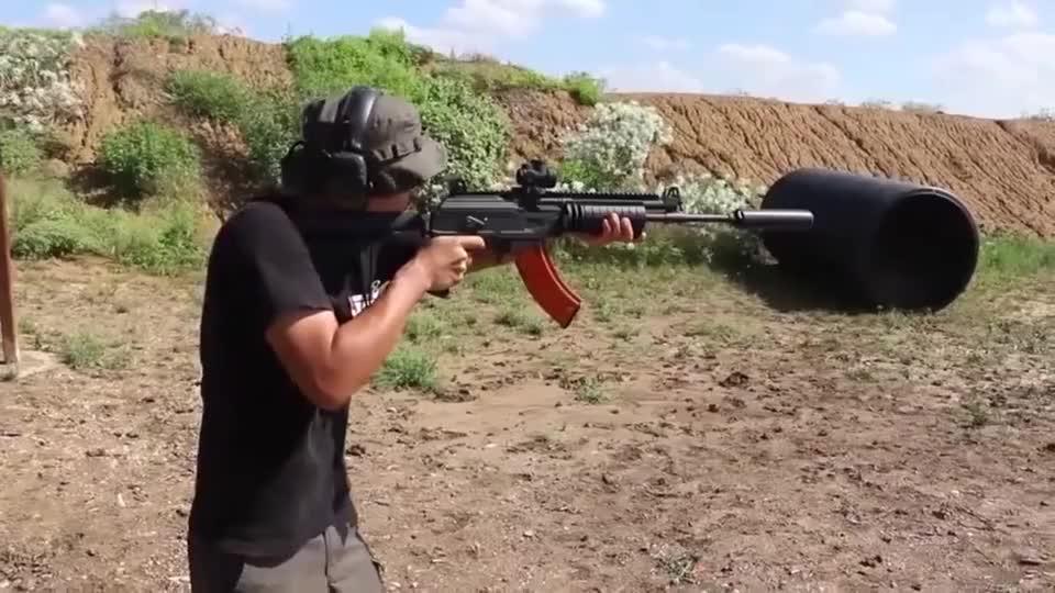 加利尔ACE突击步枪,配备消音器,可以不戴耳麦进行射击