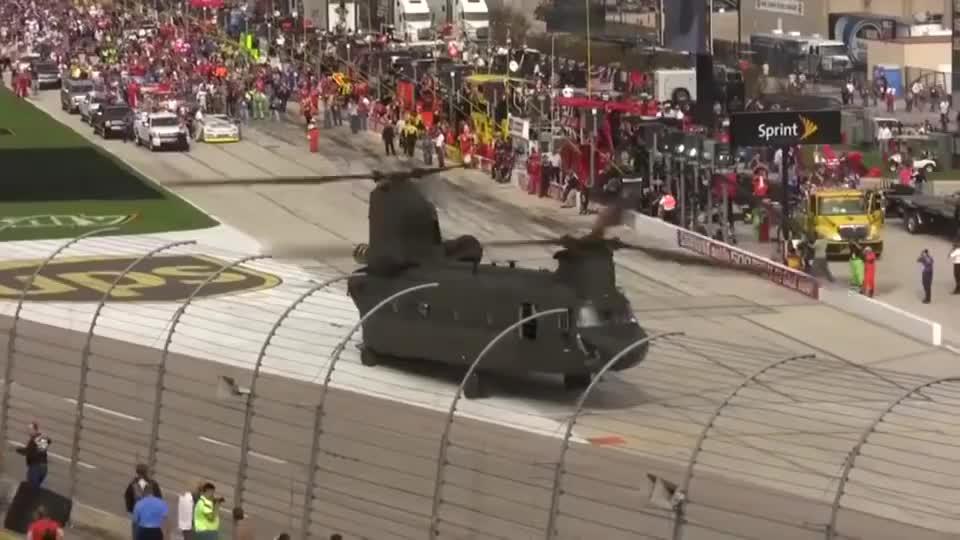 军用支奴干直升机降落赛车场,接下来的一幕太带劲了!