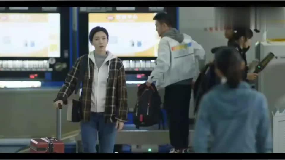 顾佳接王漫妮回到上海,顾佳说我做你的台阶后路