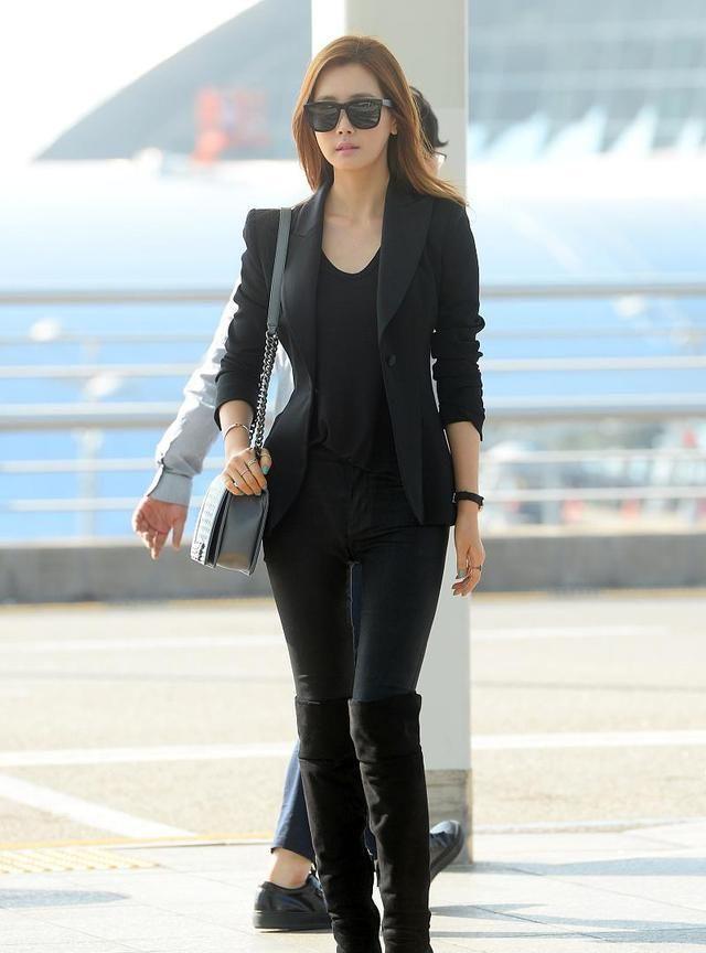 悠扬的气质女神李多海,黑色小西装搭配长靴风范十足